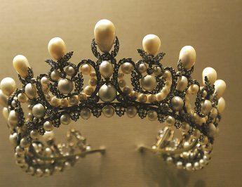 Coroa: a joia do poder máximo