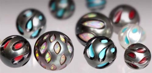 Pérolas entalhadas com núcleos de gemas coradas - Galatea