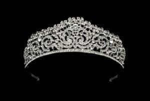 Tiara clássica nobre (Canva)