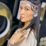 Tiara típica - cultura específica - pode ser cigana (Canva)